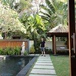 villa private pool/yard