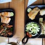 salmon a la plancha & merluza frita