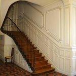Escalier menant à l'étage des chambres