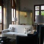 El living de la Suite, de gran altura, espectacular y cálido a la vez, ideal p