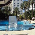 Hermosa piscina tranquila y muchas opciones