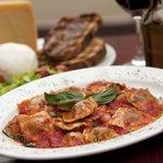 Ravioli di ricotta e spinaci al pomodoro