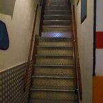 Les escaliers pour aller à la réception. Attention prévoyez