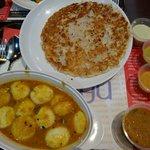 Set Meal 8 (Onion Uthappam, Sambar Idly)