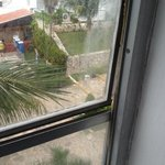 window that did not open or shut !!