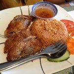 Crispy chicken with red rice