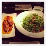 pollo marinado y ensalada de maruja