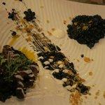 Pulpo aromatizado con comino y paprika con risotto negro de almejas
