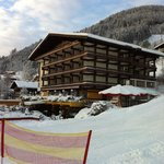Hotel, gefotagrafeerd vanaf de lift/dalafdaling