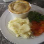 steak and kidney pie with garlic mash honeyed carrot and minted peas
