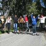 Наше хорошее настроение по пути в Thalori на аллее из эвкалиптов...