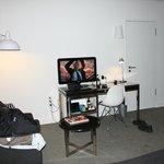 TV, skrivbord