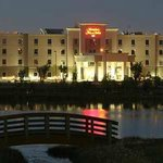 Hampton Inn & Suites by Hilton Red Deer Exterior Night