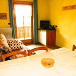 Salotto con divano letto, Tv digitale, filodiffusione per ipod, iphone e supporti mp3, balcone,