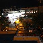 Vista de noche desde la alberca hacia la 5ta. Avenida