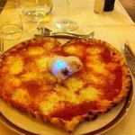 ma dove tela servano una pizza così ?che bella figura con la mia fidanzata