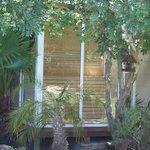 finnische Sauna im tropischen Garten
