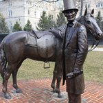 Statue of Lincoln and horse