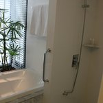 Shower and bath tub, room 411
