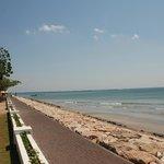 passeggiata sul mare, dalla quale è possibile entrare e uscire dall'Hotel