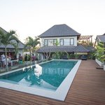 Fraser Baye - the pool, the bar, the villa