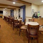CountryInn&Suites Millville  BreakfastRoom