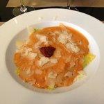 Raviolis rellenos de espinacas y mozarella con crema de tomate