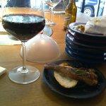 Buenos pinchos, buen vino y cerveza española