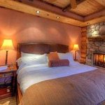 Pondside Suite Bedroom