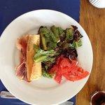 Half sandwich / half salad