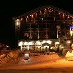 Hotel Le Refuge at night