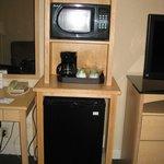 Microwave & mini refrigerator