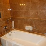 Separate bath tub