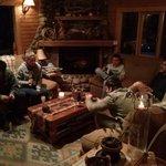 Mi familia en un aperitivo en un living.