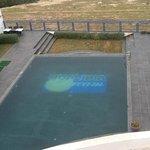 la terrasse au bord de la piscine