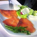 Salmon y queso de cabra