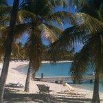 la plage vue de la biguine