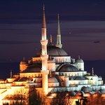 Blick von der Dachterrasse es Hotels auf die Blaue Moschee