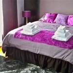 Abadin B&B King Suite Purple decor