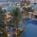 Le restaurant Charm Thai et la piscine vue de la chambre
