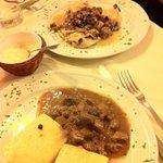 ravioli gorgonzola e noci con radicchio rosso e porcini + cinghiale in umido c
