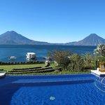 Vista del Lago de Atitlan desde el desayunador del Hotel ati
