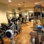 gymmet med fria vikter också
