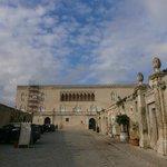 L'esterno del locale (Castello di Donnafugata)