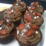 wow gorges chocolate & strawberry cup cakes!