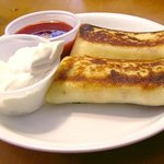 Cheese blintzes with strawberry sauce and sour cream