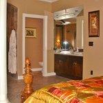 King en-suite Grand Villa Vacation Rental