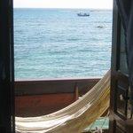 Varanda com rede e vista para o mar