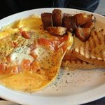Caprese Omelette (Brunch on Sunday) - Delicious!