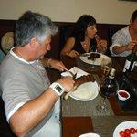 mis padres comiendo